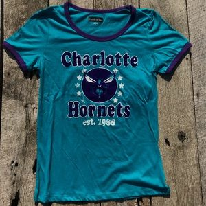 Charlotte Hornets Velvet Embossed Retro Tee Med